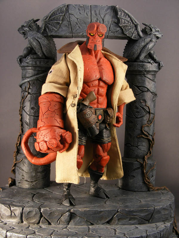 Mezco Hellboy Open Mouth With Black Shirt No Jacket Action Figure