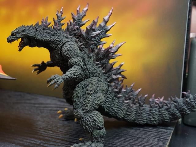 S.H.MonsterArts Godzilla 2000 and Heisei Mothra revealed