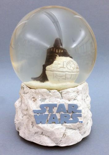 star-wars-vader-snow-globe-1