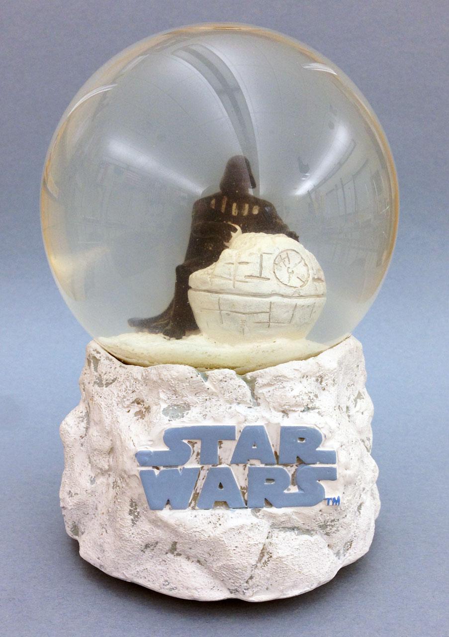 Review > Star Wars Musical Holiday Waterball
