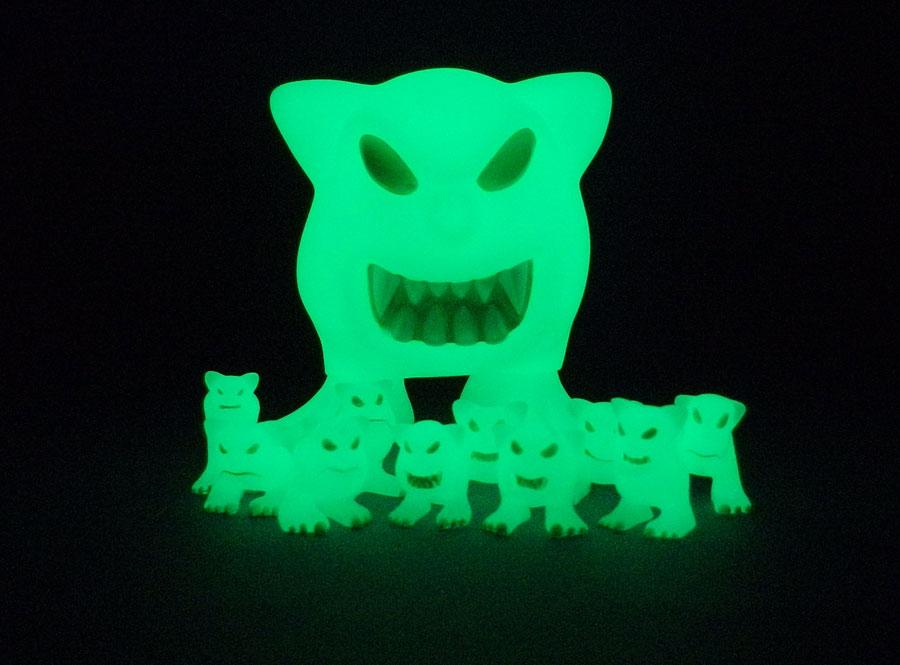 Doc Thomas Reviews > Geihoza and the Geist Glow-in-the-Dark Mordles